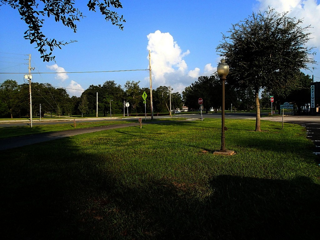Nature Coast State Trail - US Highway 19 crossing at Chiefland Trailhead